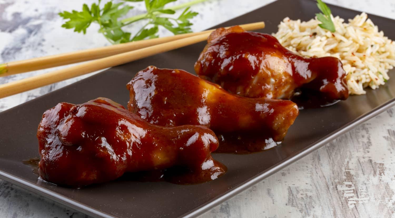 presentación de alitas de pollo laqueadas
