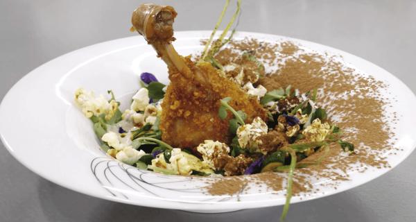 jamoncitos pollo crujientes sobre ensalada de berro