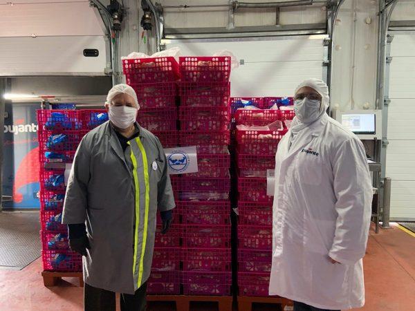 personal de Pujante prepara pollo para donar a Banco de Alimentos